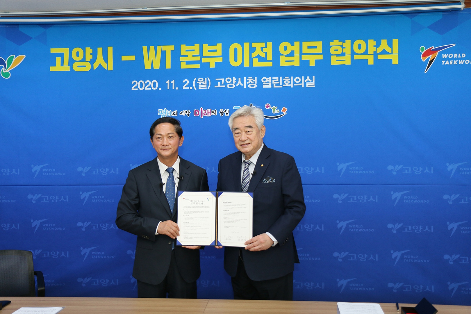 Foto: World Taekwondo President Chungwon Choue and Goyang Mayor Lee Jae-joon