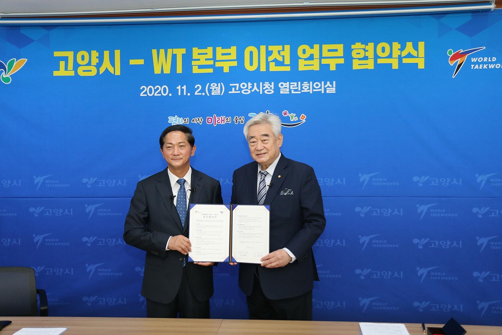 Foto: World Taekwondo President Chungwon Choue and Goyang Mayor Lee Jae-joon